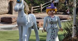 Zauberhaftes Feenland: Diese zauberhafte Elfe und ihr Einhorn treffen Sie im Abenteuerland, direkt gegenüber den Zaubermuscheln im Playmobil Funpark.