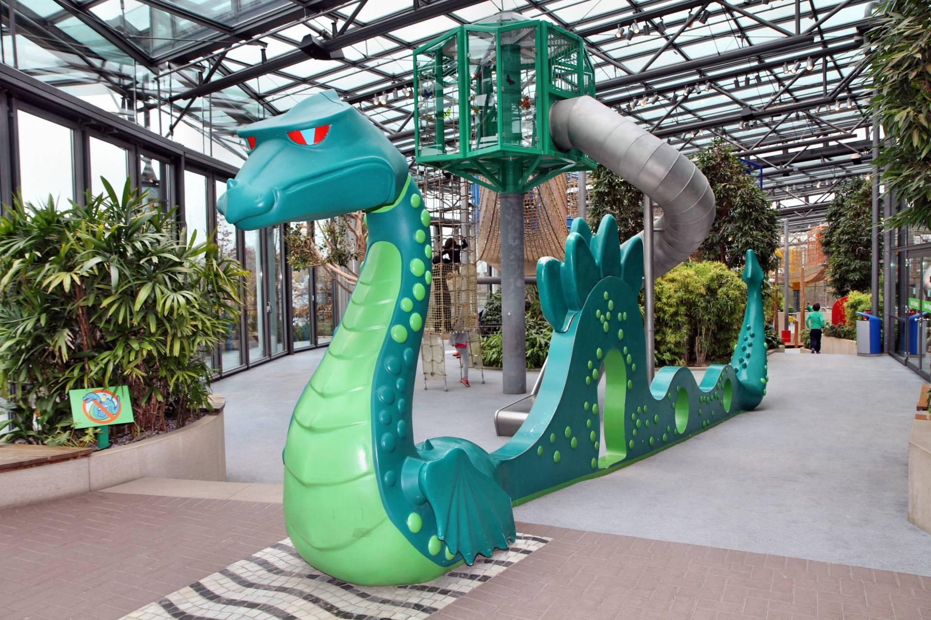 Im Klettergarten des HOB-Center im Playmobil Funpark wartet dieser Drache auf mutige Abenteurer.