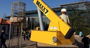 Spielspaß in der Playmobil Baustelle: Wer sich traut, kann bis in den Korb des Playmobil Baukrans klettern.