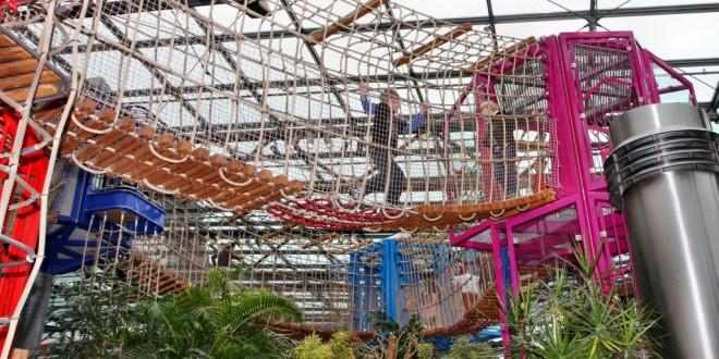 Klettern und toben zwischen Palmen: Einer der größten Indoor-Spielplätze der Region ist das HOB-Center im Playmobil Funpark Zirndorf.