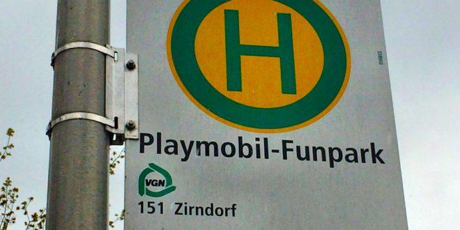 Mit Bus und Bahn ins Playmobilland