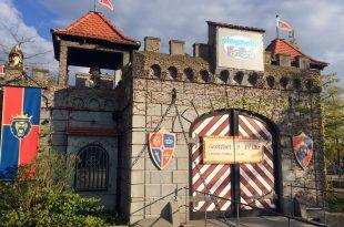 Der Haupteingang zum Playmobilland: In der Hauptsaison ist der Park täglich von 9 bis 19 Uhr geöffnet.