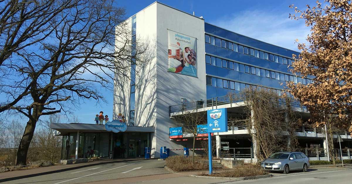 Nur wenige Meter vom Eingang des Playmobil Funpark entfernt: das offizielle Playmobil-Hotel.