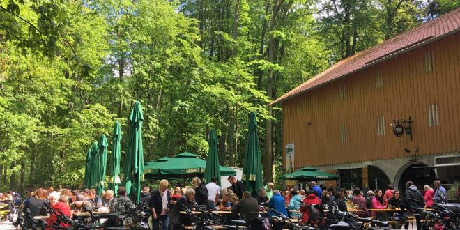 """Einer der schönsten Biergärten der Region: Der neue """"Grüner Felsenkeller"""" im Fürther Stadtwald ist seit April 2018 unter neuer Leitung."""