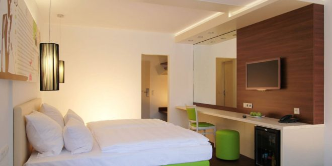 Cosy rooms, great breakfast, short distance to Playmobil Funpark: Hotel Knorz in Zirndorf is one of the most popular accommodations for a trip to Playmobilland Germany.